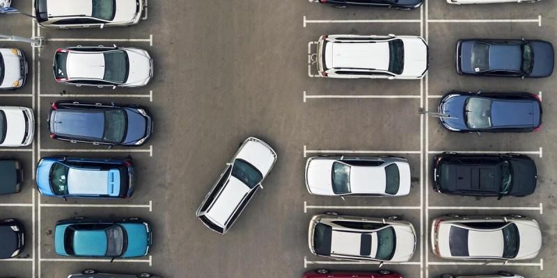 Ini Akibat Setir Mobil Tidak Lurus Saat Parkir