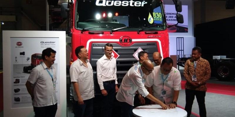 UD Trucks Serahkan 64 Quester 280 kepada PT Trans Migasindo