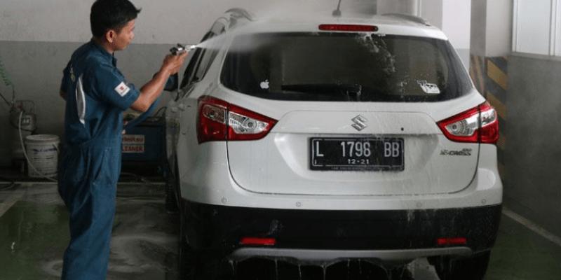 Ini Cara Praktis Cuci Mobil Sendiri di Rumah