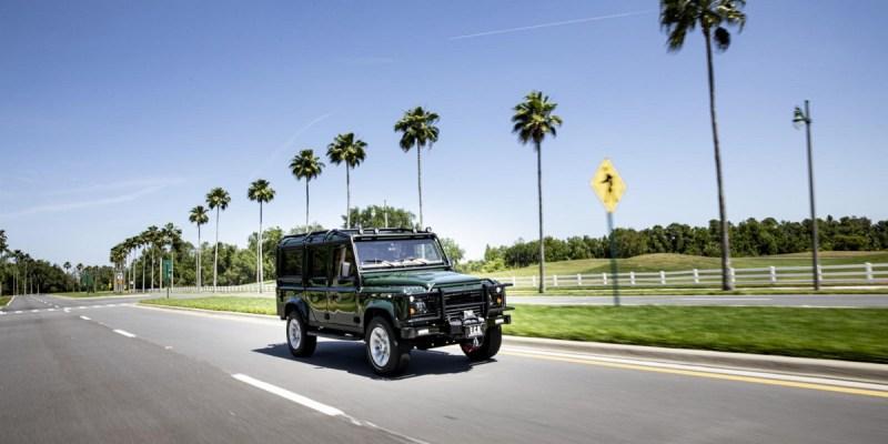 Land Rover Defender Bernyawa Tesla, Sang Off Roader Listrik