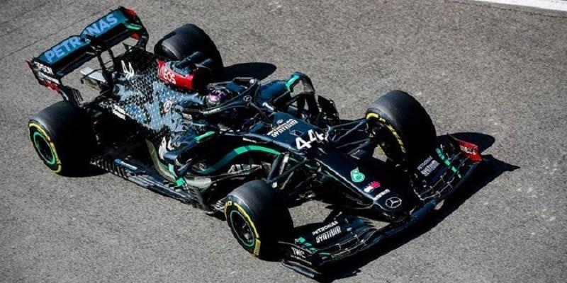 Diwarnai Banyak Drama, Lewis Hamilton Juara F1 Tuscan
