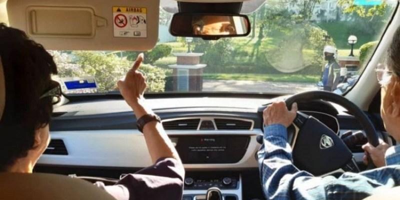 Tips Mengemudi Mobil Matic yang Aman Tanpa Keraguan