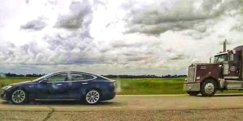 Diduga Tidur, Seorang Pria Kanada Ditangkap Karena Fitur Tesla Autopilot