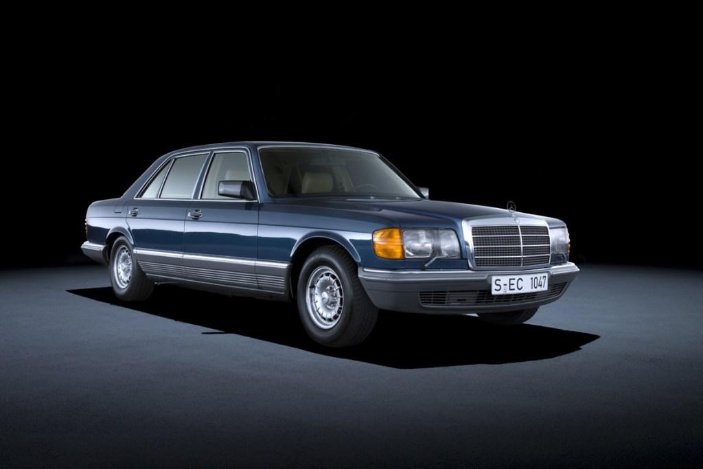 S-Class W126, Sedan Luxury Mercedes-Benz Pertama Pengguna Air Bag