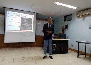 Salah satu peserta AHMBS 2016 mempresentasikan ide proposal dalam tahap seleksi regional di area Jawa Barat. Sebanyak 573 peserta dari 301 sekolah yang mengikuti seleksi AHMBS di tingkat daerah tahun ini, terpilih 70 siswa-siswi terbaik yang akan mengikuti Final AHMBS 2016 tingkat nasional di Jakarta pada 4-8 Agustus 2016