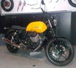 Moto Guzzi V7 II Stone Kanan depan