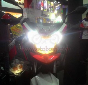 TVS Apache RTR200 touring headlamp depan on