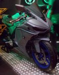 Yamaha R25 V-Rossi kanan depan
