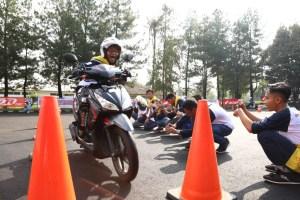 Asiknya Jadi Pelajar Jaman Now, 150 Blogger Pelajar Ikut Safety Riding Camp AHM