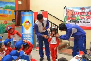 Anak TK dan SD Bermain Safety Riding Belajar Etika Di Jalan