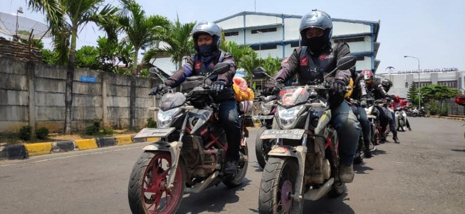 Touring Wisata Bahari Pantai Losari Aksi Simpatik Bersama Komunitas Honda CB150R Jawa Barat