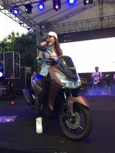 Malang Semakin Memanas Nella Kharisma Melantunkan Jaran Goyang di Yamaha Motor Show