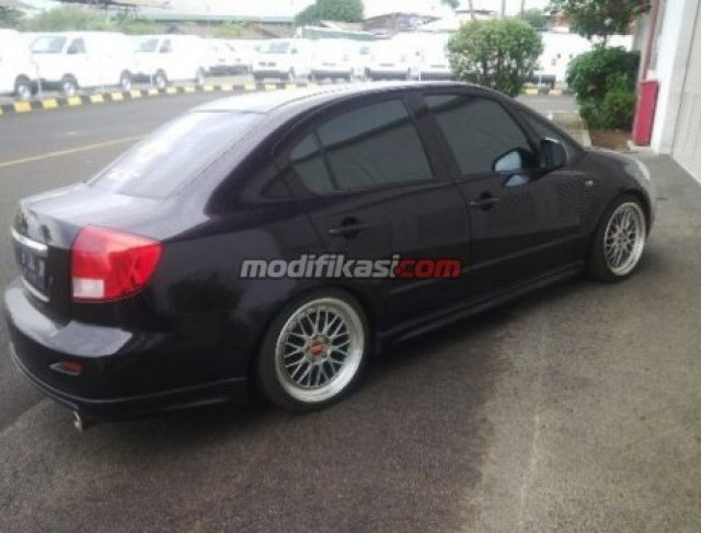 7 Modifikasi Sedan Suzuki Neo Baleno Terbaru