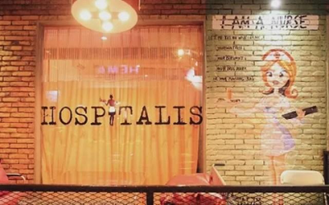 Hospitalis maka yang diusung juga sekitar rumah sakit. Seperti semua staf di Hospitalis Resto & Bar mengenakan kostum dokter, perawat, dan ahli bedah.