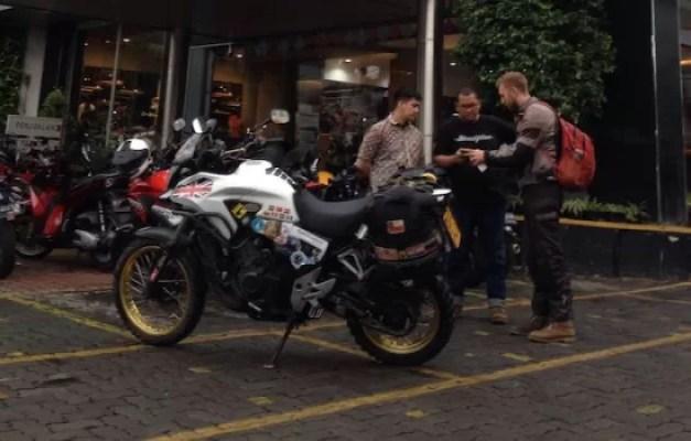Riders Asal Inggris Servis Motor Di Wahana Honda Big Wing