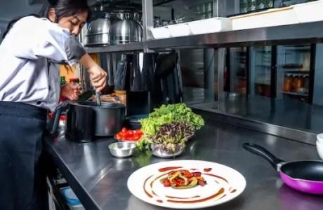 Risiko Terlalu Sering Memasak dengan Minyak Goreng dan Cara Mengatasinya dengan Sanwoo Air Fryer