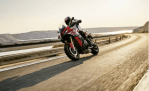 BMW S1000XR SPORT TOURING MOTORCYCLE Meluncur