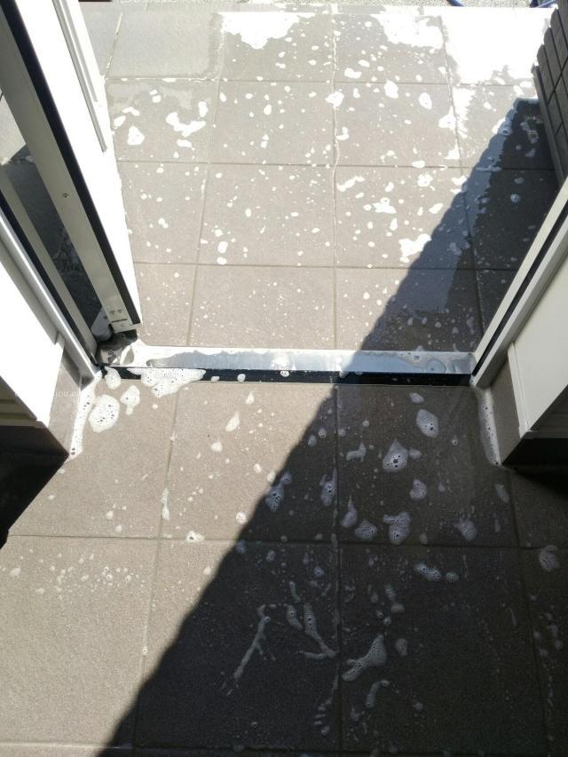 オキシクリーンで玄関の掃除