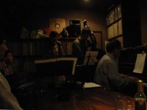 山形市の七日町にある「Jazz Room SWING」というJazzバーでライブ:こんな狭いところで、よくやるねぇ