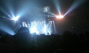 ステージが遠い:ガンズ・アンド・ローゼズのライブを東京ドームで観る