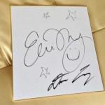 抽選で当たったサイン色紙:エミ・マイヤーの弾き語りコンサートを文翔館議場ホールで観る