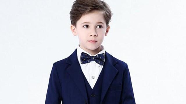 スーツで決める子供