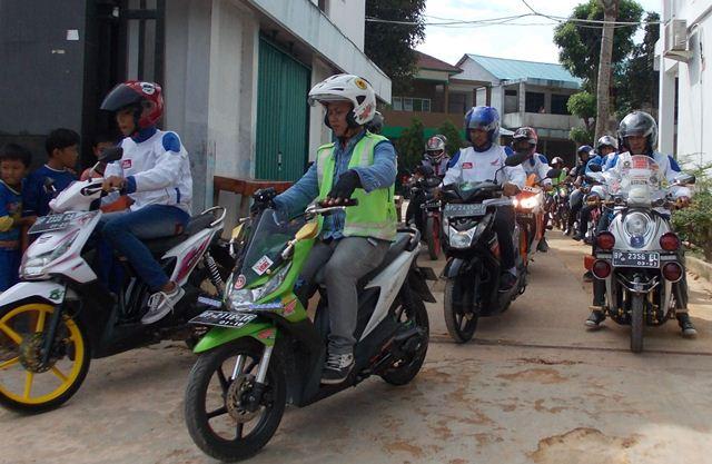 Para Biker bersiap-siap untuk melakukan Fun Rally