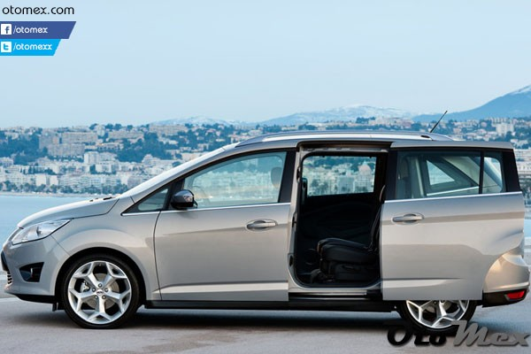 Ford-Grand_C-MAX_2011