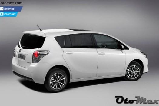 Toyota-Verso_2013