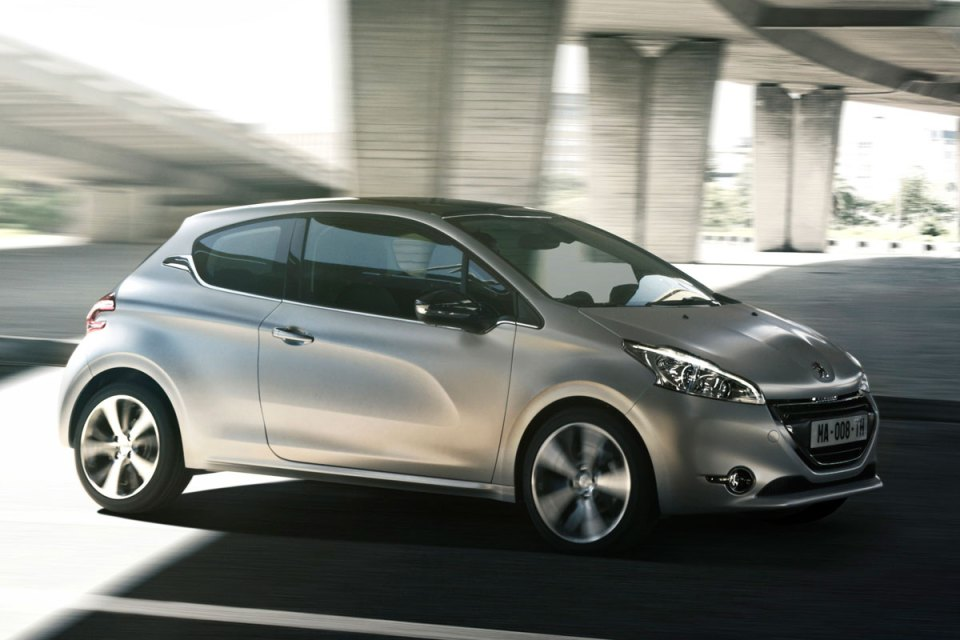 Peugeot 208 1.6 THP Deneyimi | Otomobilkolik