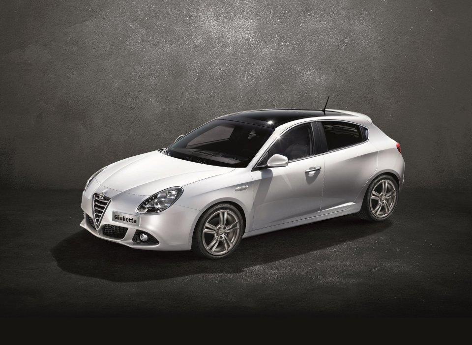 Alfa Romeo Giulietta Alanlara Açılır Tavan Hediye!   Otomobilkolik