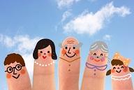 幸せだけれども太っている家族のイメージ