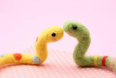かわいいヘビのぬいぐるみの画像