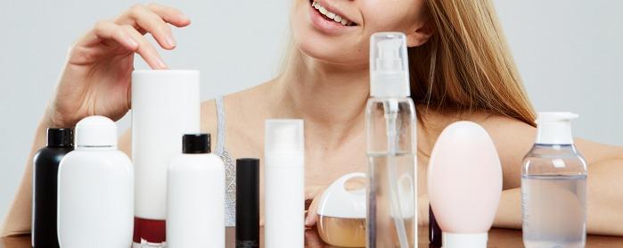 様々なタイプのニキビケア化粧品の画像