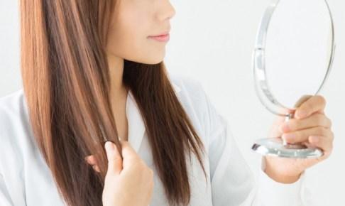 頭皮と髪を清潔な状態に維持している女性の画像