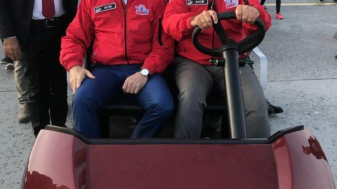 cumhurbaskani yardimcisi fuat oktay teknofesti tragger t car ile gezdi