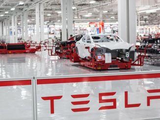 Bol vydaný zamestnanec spoločnosti Tesla Corona Virus