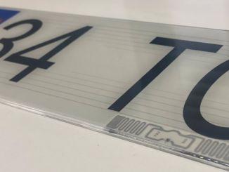 Turkiyede producirá la placa de código QR de turk-firmasi, centrada en Francia