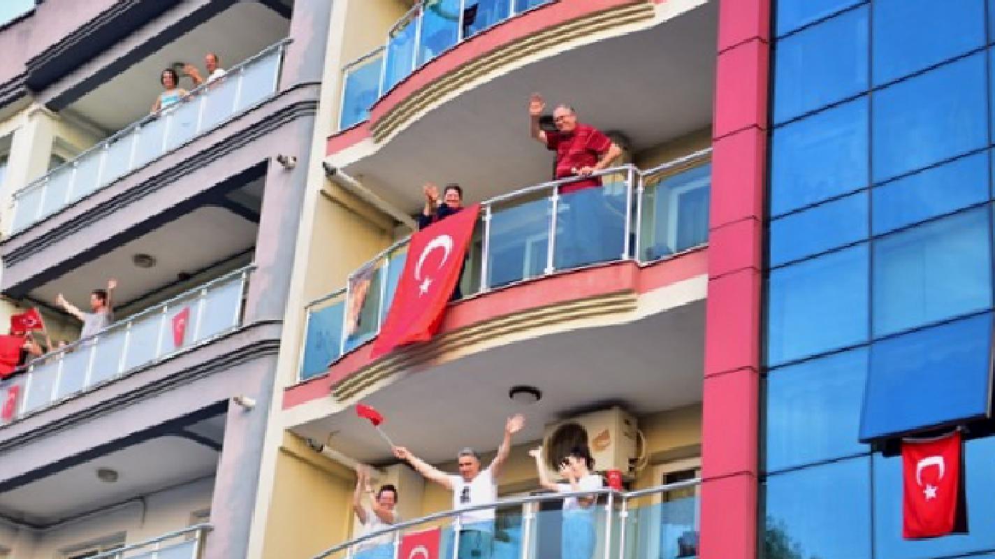 Izmir Bornova Mayor Mustafa Idug Let S Be On The Balconies On 30 August Otonomhaber