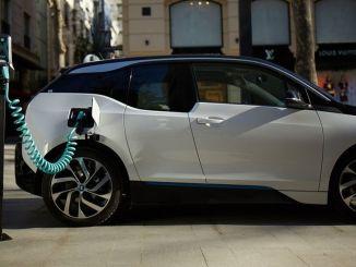 """""""sertplas"""" pristatė savo vidaus elektrinių transporto priemonių įkroviklio """"volti"""" išmaniojo įkrovimo produktą"""