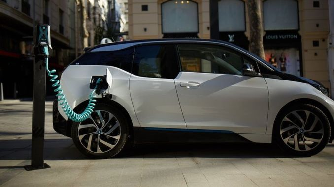 sertplas tutvustas oma kodumaist elektrisõidukite laadijat volti nutilaadimistoodet