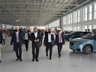 Minister Amcaoglu katsetab TRNC kodumaist autot GUNSEL