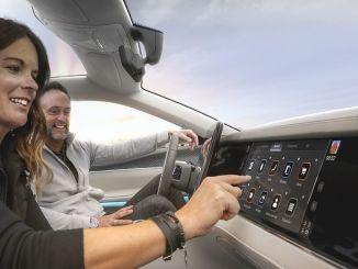 stellantis y foxconn desarrollarán cabinas de acelerador digitales