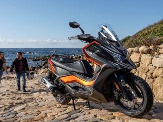 Новият макси скутер на kymcon беше показан на dt x autoshow