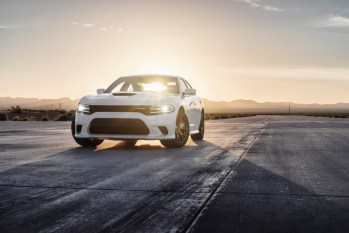 2015-Dodge-Charger-Hellcat-SRT-35