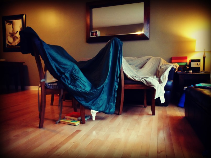 How to make a cool living room fort for How to make a fort in the living room