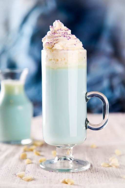 Elsa White Hot Chocolate by Baking Beauty.