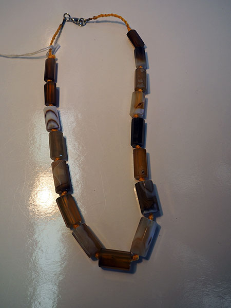 Polished cut agate necklace