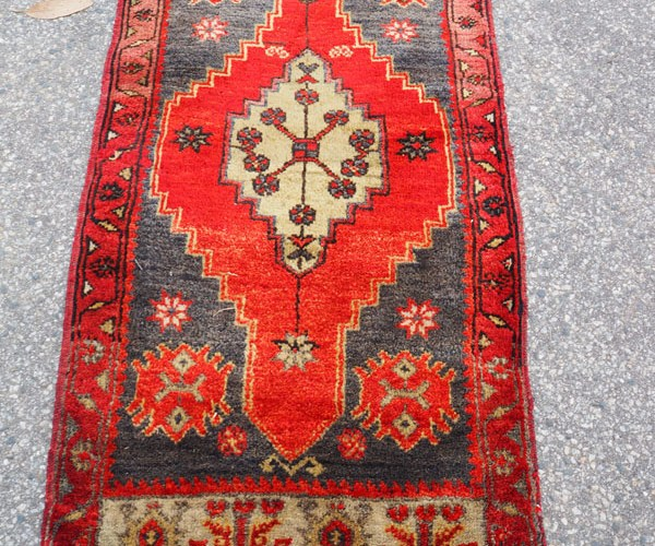 Double knotted hand made wool on wool Turkish carper from Konya Chhanbeyli, approximately 40 years old