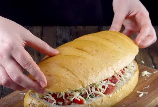 Простое превращение батона в ароматную пиццу.(Фоторецепт)